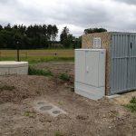 Gebäude zur Aufnahme der Schaltanlage und Freiluftschrank mit Strommessung